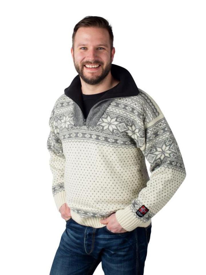 """Nordlys """"mønstret"""" hvit strikket genser for dame og herre."""