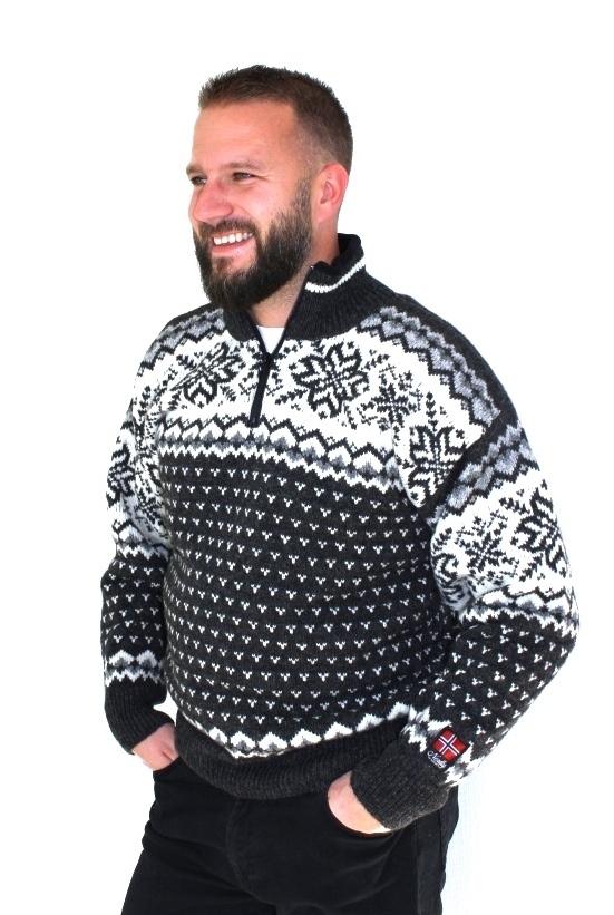 """Nordlys """"Turist"""" sort strikket genser for dame og herre."""