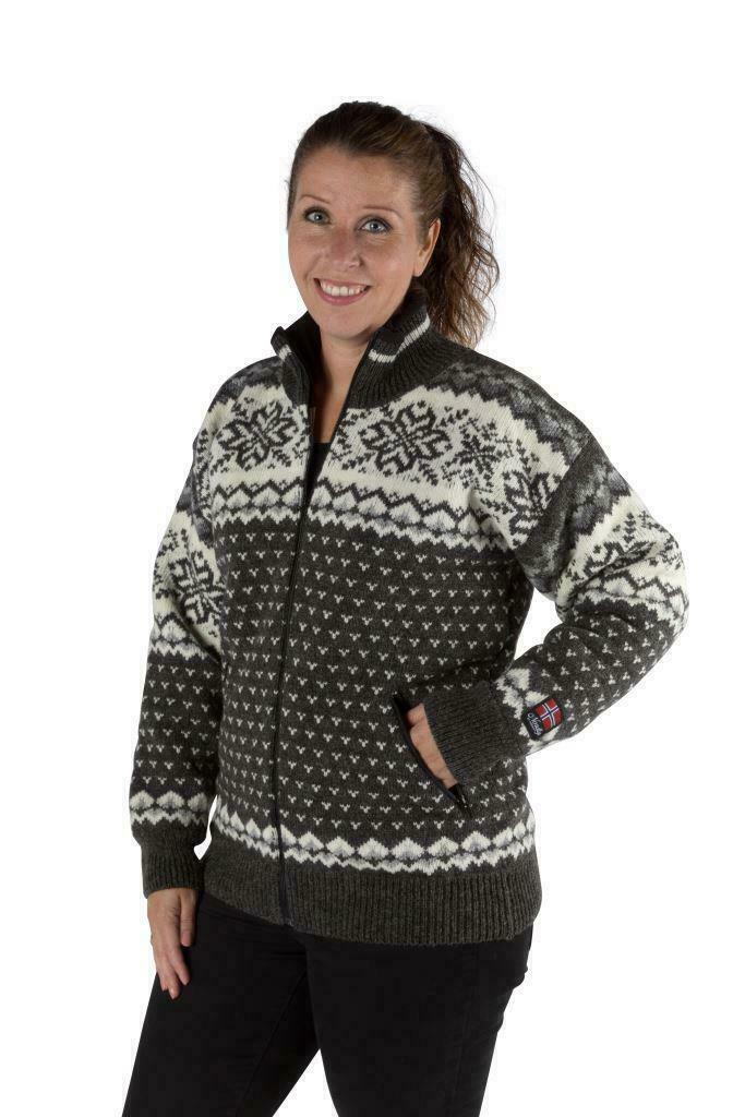 """Nordlys """"Turist"""" grå og hvit strikket jakke med glidelås for dame og herre, vindtett."""