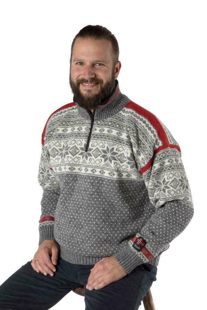 """Nordlys """"Mønstret"""" grå strikket genser for dame og herre."""