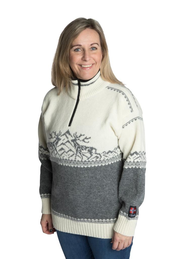"""Nordlys """"Femund"""" hvit og grå strikket genser for dame og herre."""