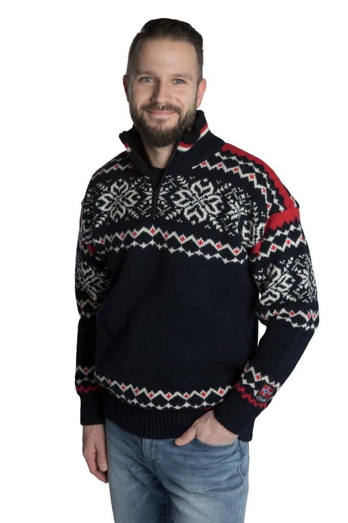"""Nordlys """"Turist"""" blå hvit og rød strikket genser for dame og herre."""