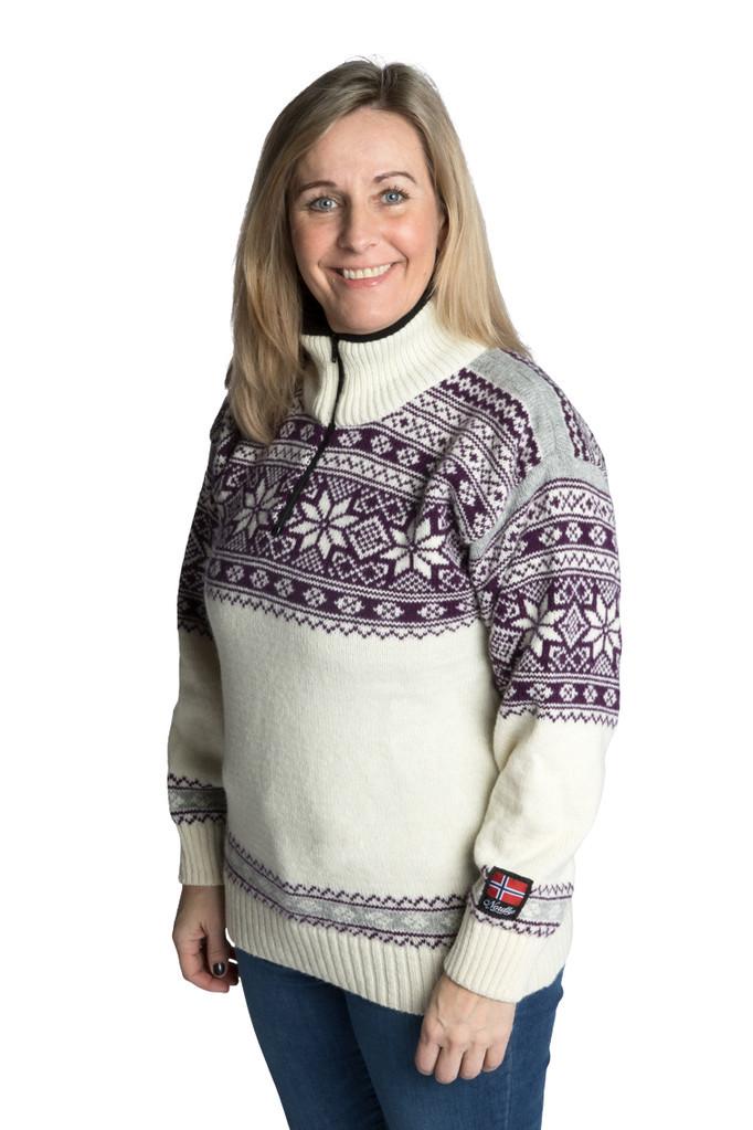 """Nordlys """"Mønstret"""" hvit og lilla strikket genser for dame og herre."""