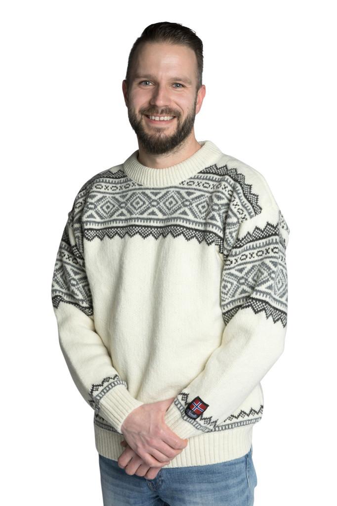 """Nordlys """"Bygland"""" hvit og grå strikket genser for dame og herre."""
