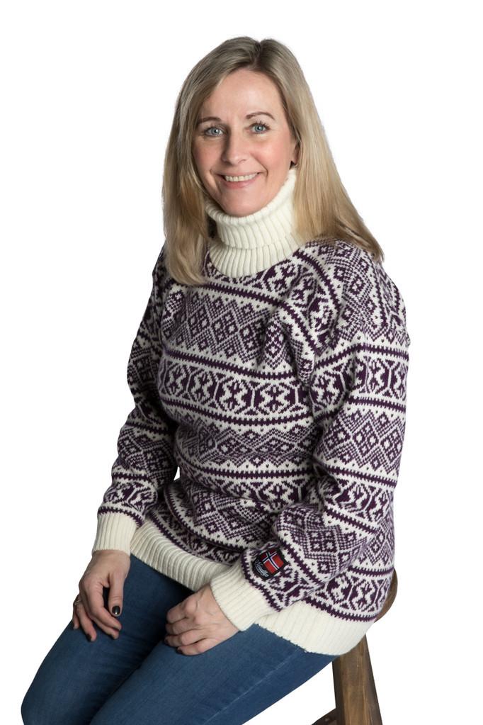 """Nordlys """"Polar"""" lilla og hvit strikket genser for dame og herre, med høy hals."""