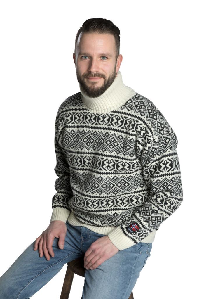 """Nordlys """"Polar"""" sort og hvit strikket genser for dame og herre, men høy hals."""